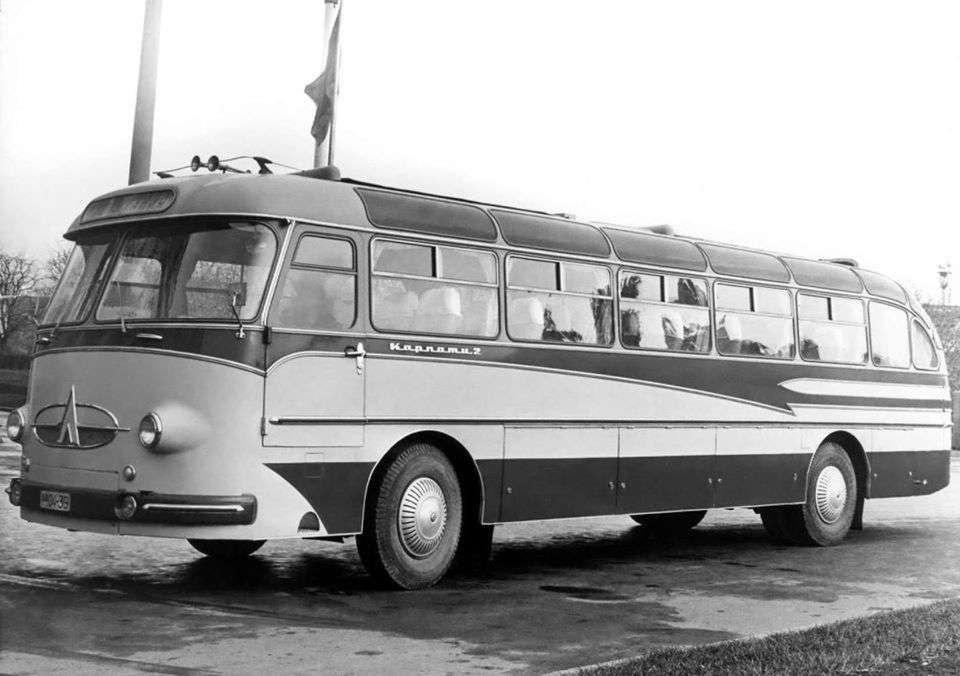 Автобуси ЛАЗ-695 — історія появи і розвиток